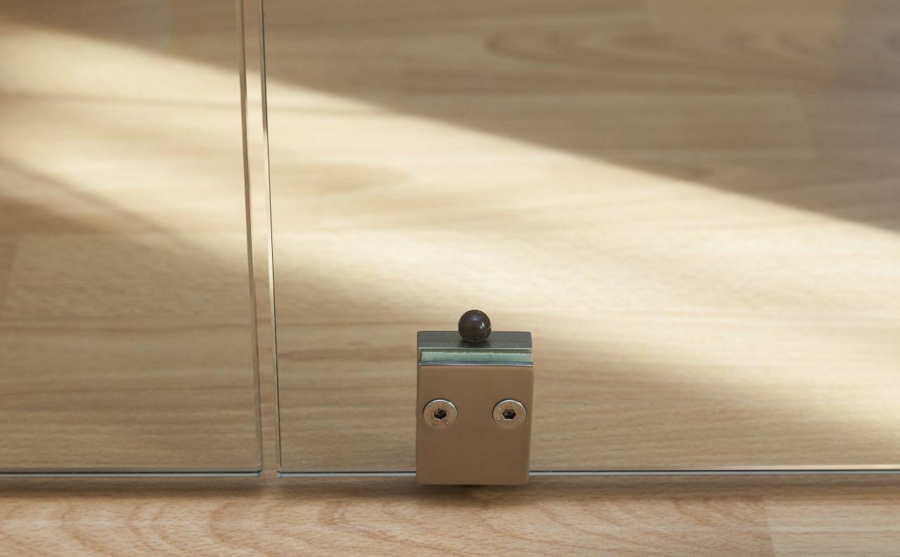 celosklenene dvere kyvne 12