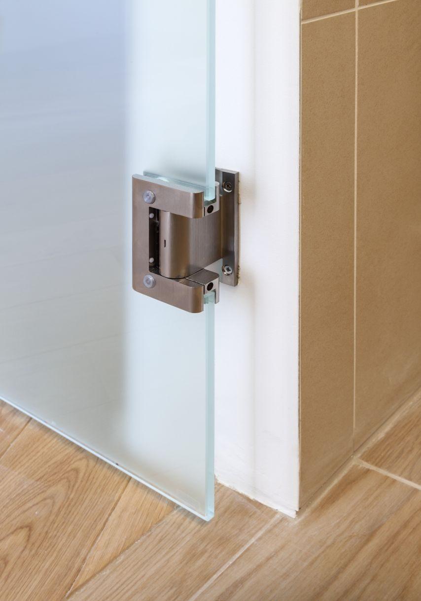 Jednokřídlé kyvné dveře 4