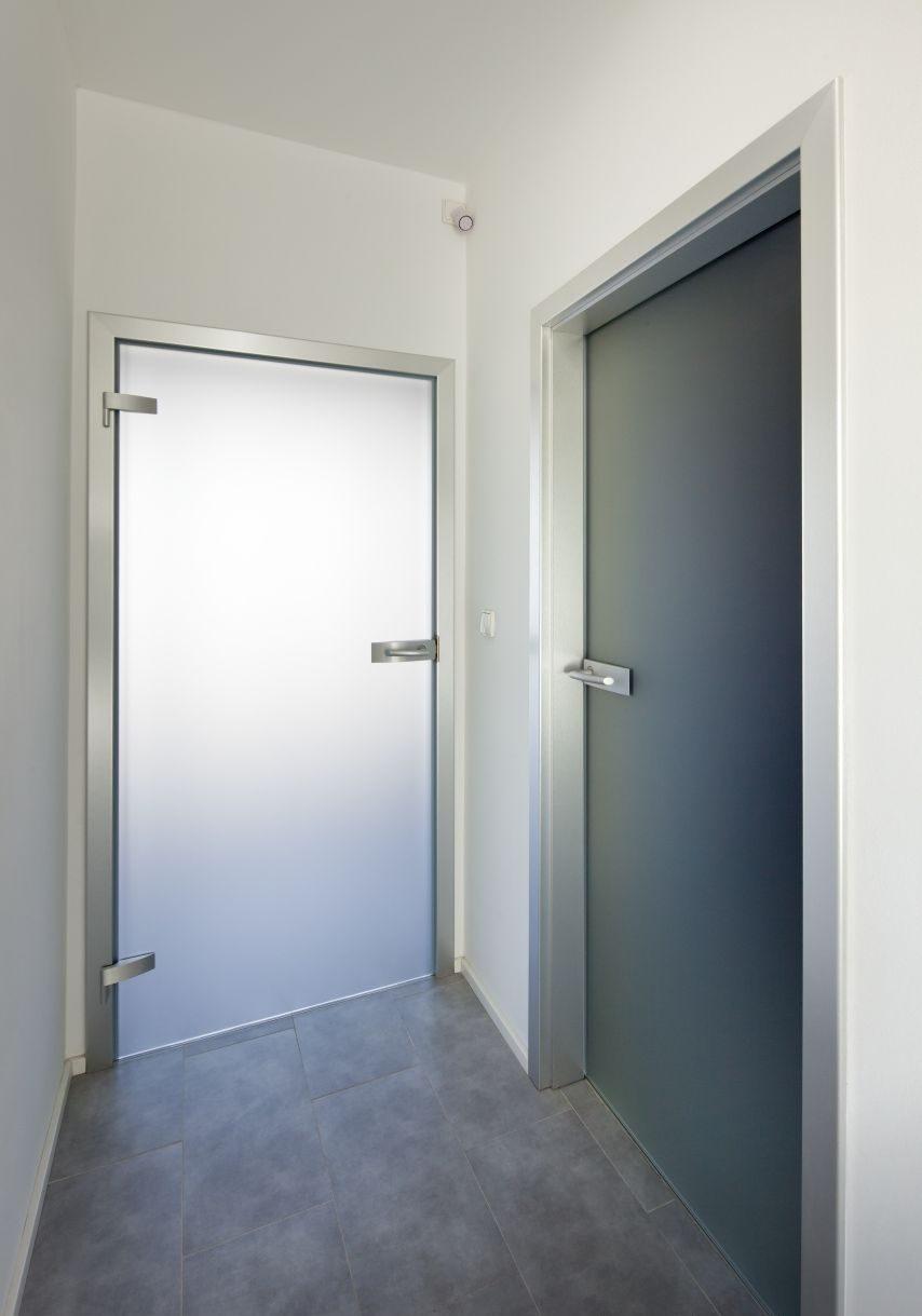 Jednokřídlé otočné dveře 32