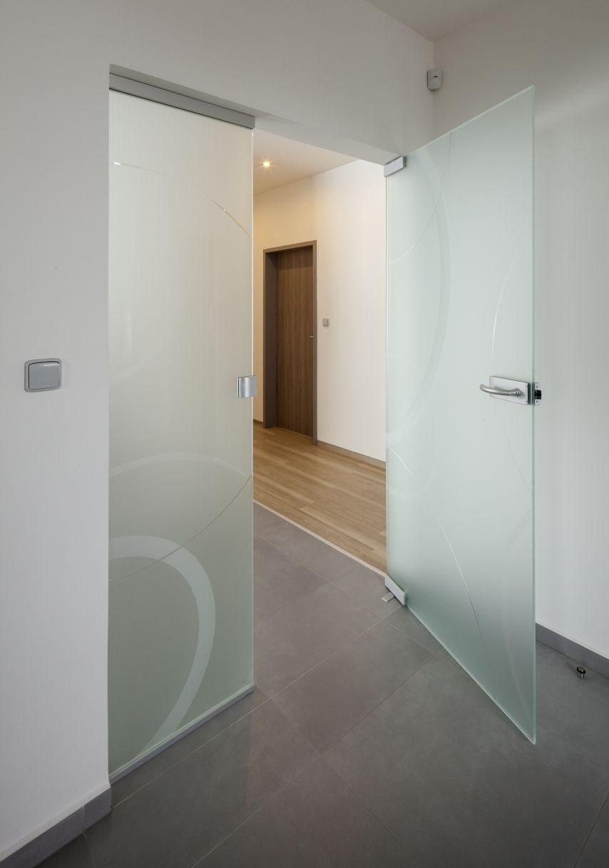 Dvoukřídlé otočné dveře 6