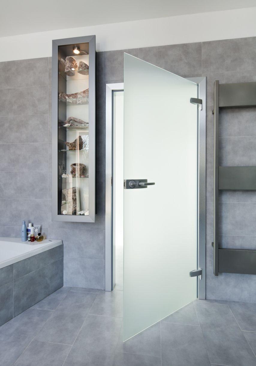 Jednokřídlé otočné dveře 33