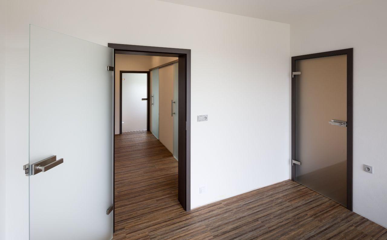 Jednokřídlé otočné dveře 20