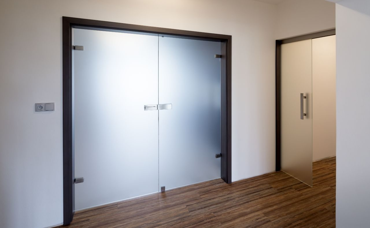Dvoukřídlé otočné dveře 2