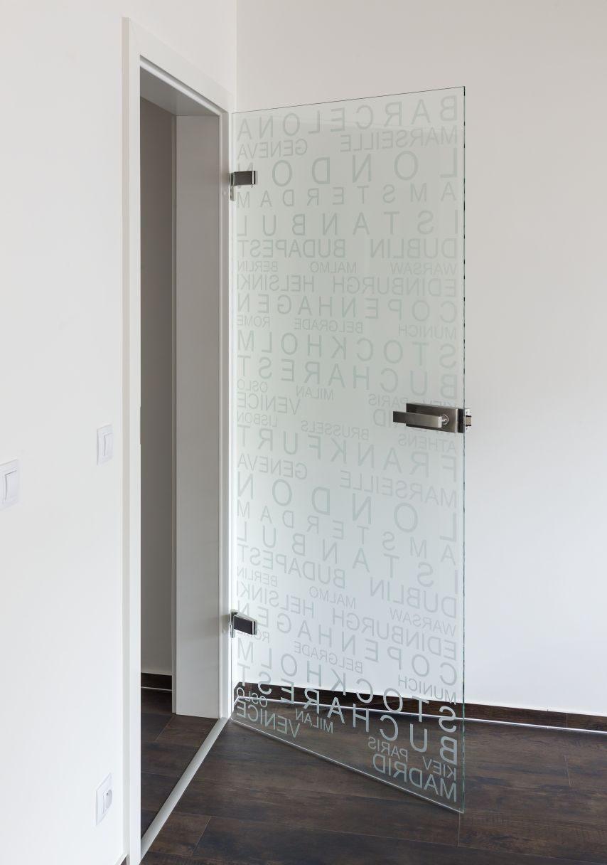 Jednokřídlé otočné dveře 18