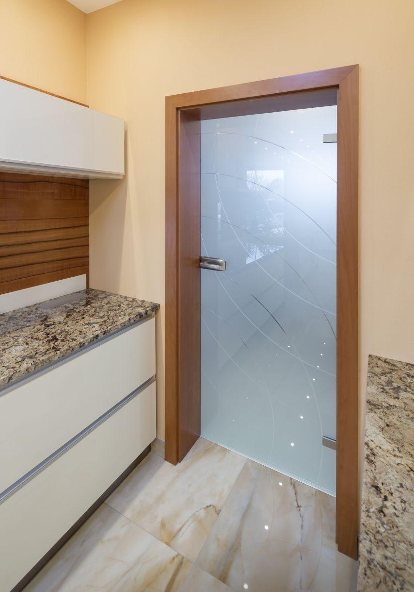Jednokřídlé otočné dveře 12