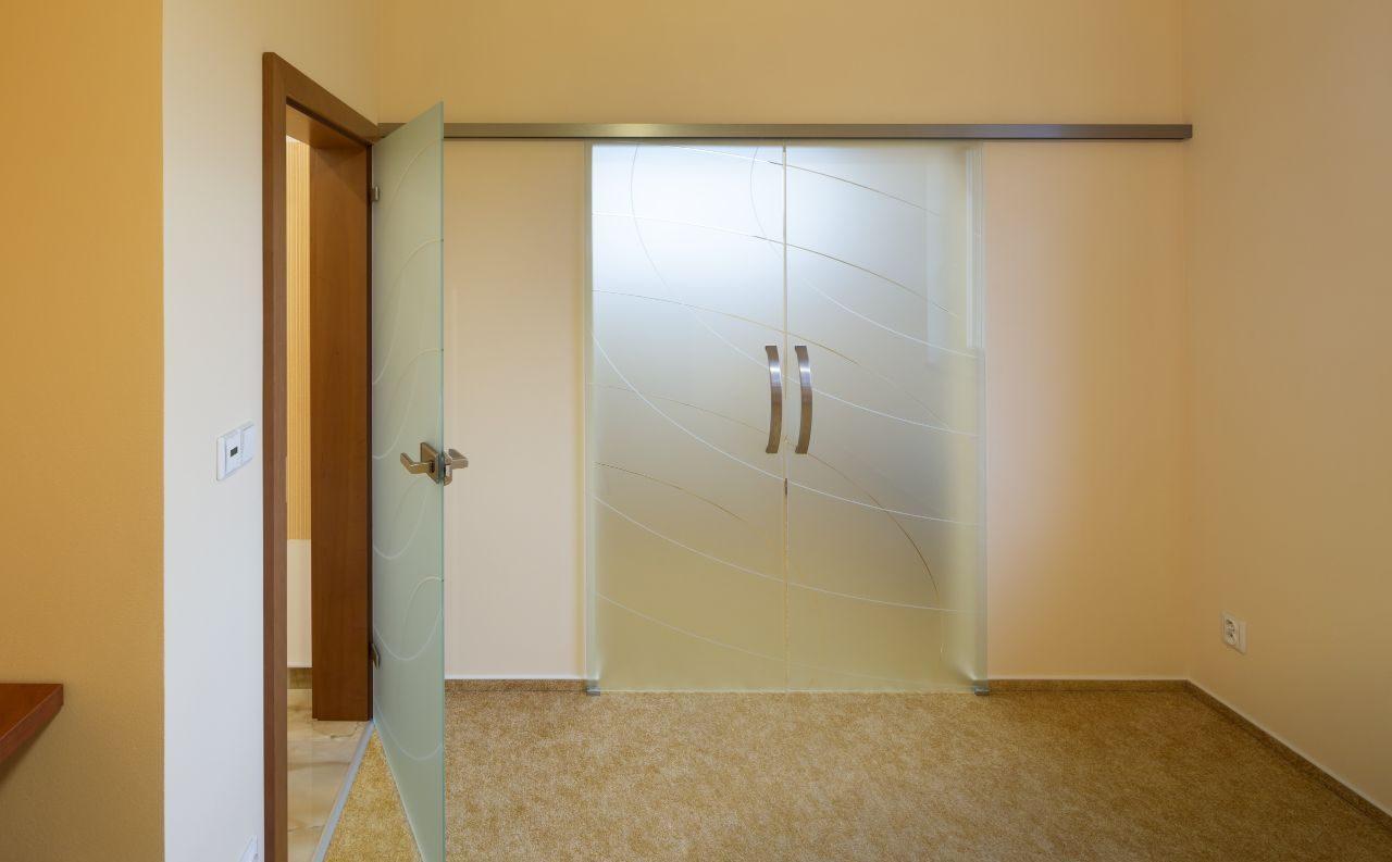 Jednokřídlé otočné dveře 10
