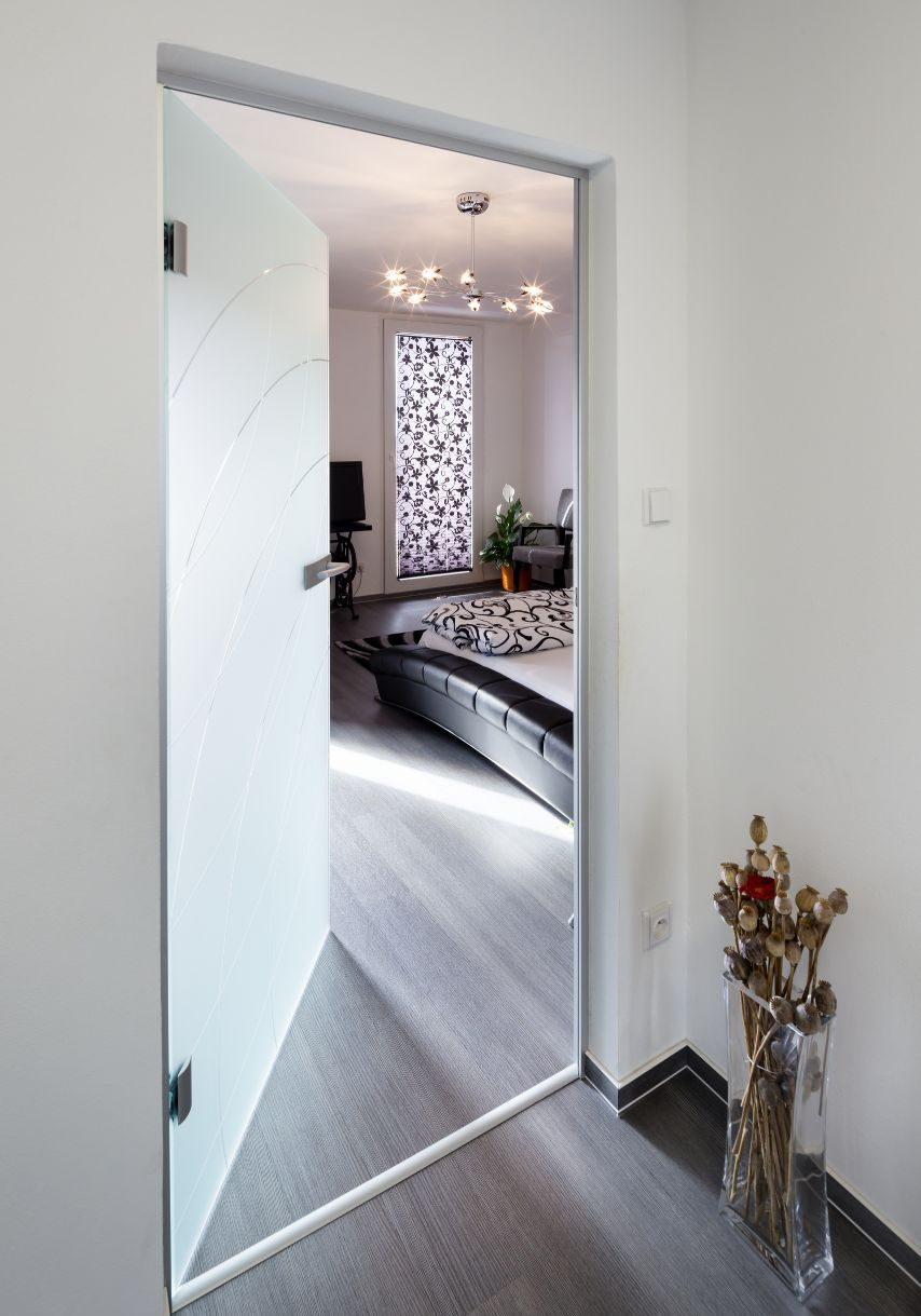 Jednokřídlé otočné dveře 7