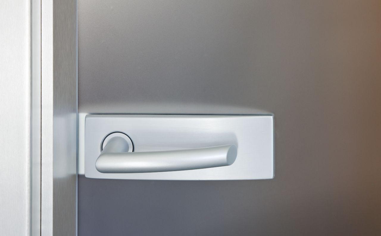 Jednokřídlé otočné dveře 31
