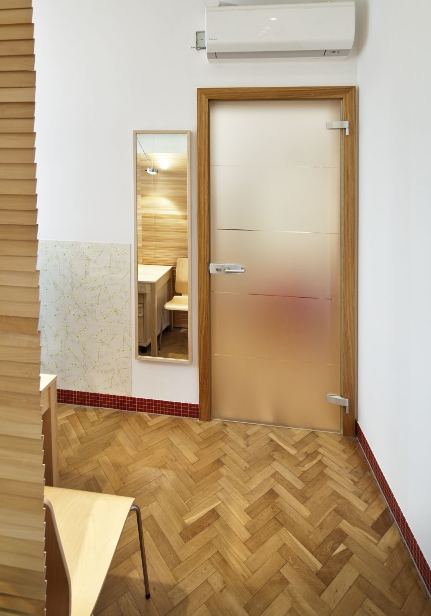 Jednokřídlé otočné dveře 28